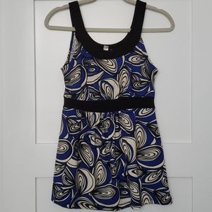Sleeveless blue/cream tunic with black accents